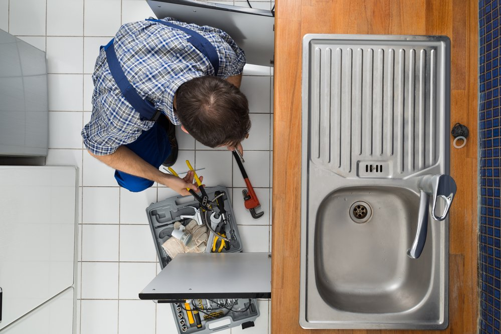 6 Kitchen Plumbing Problems When to Call a Pro